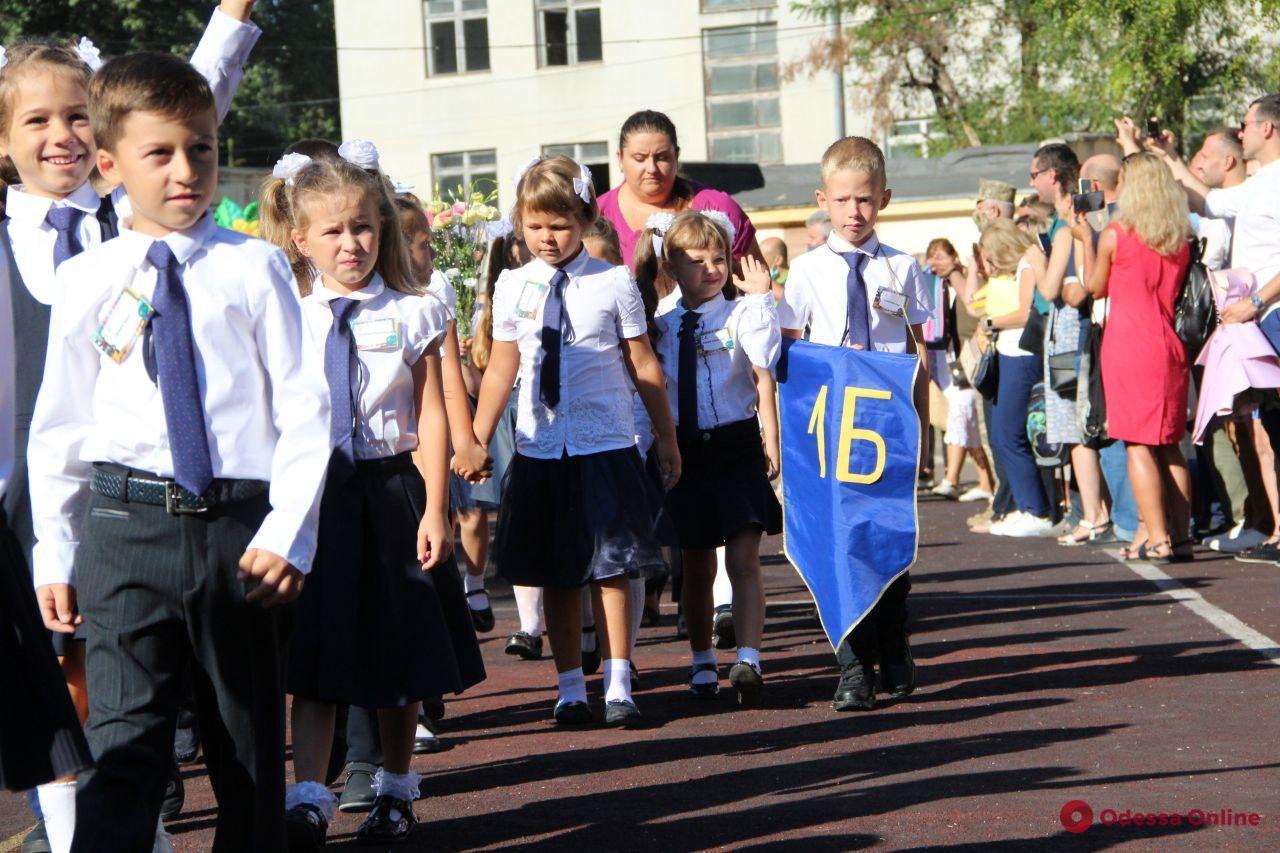 В одесских школах проходит праздник первого звонка (фото, видео)