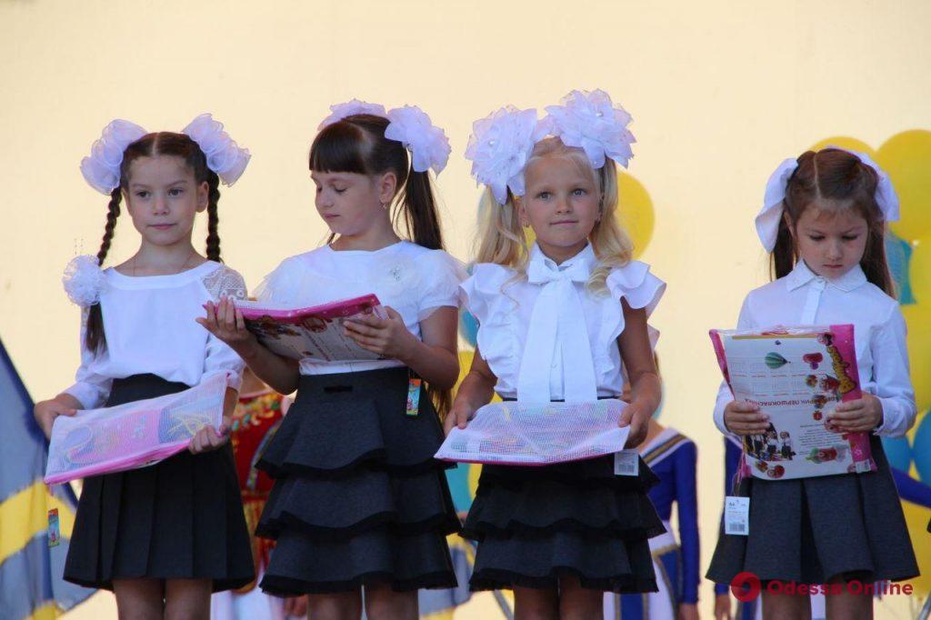 В Зеленом театре прошел праздник для детей Приморского района (фоторепортаж)