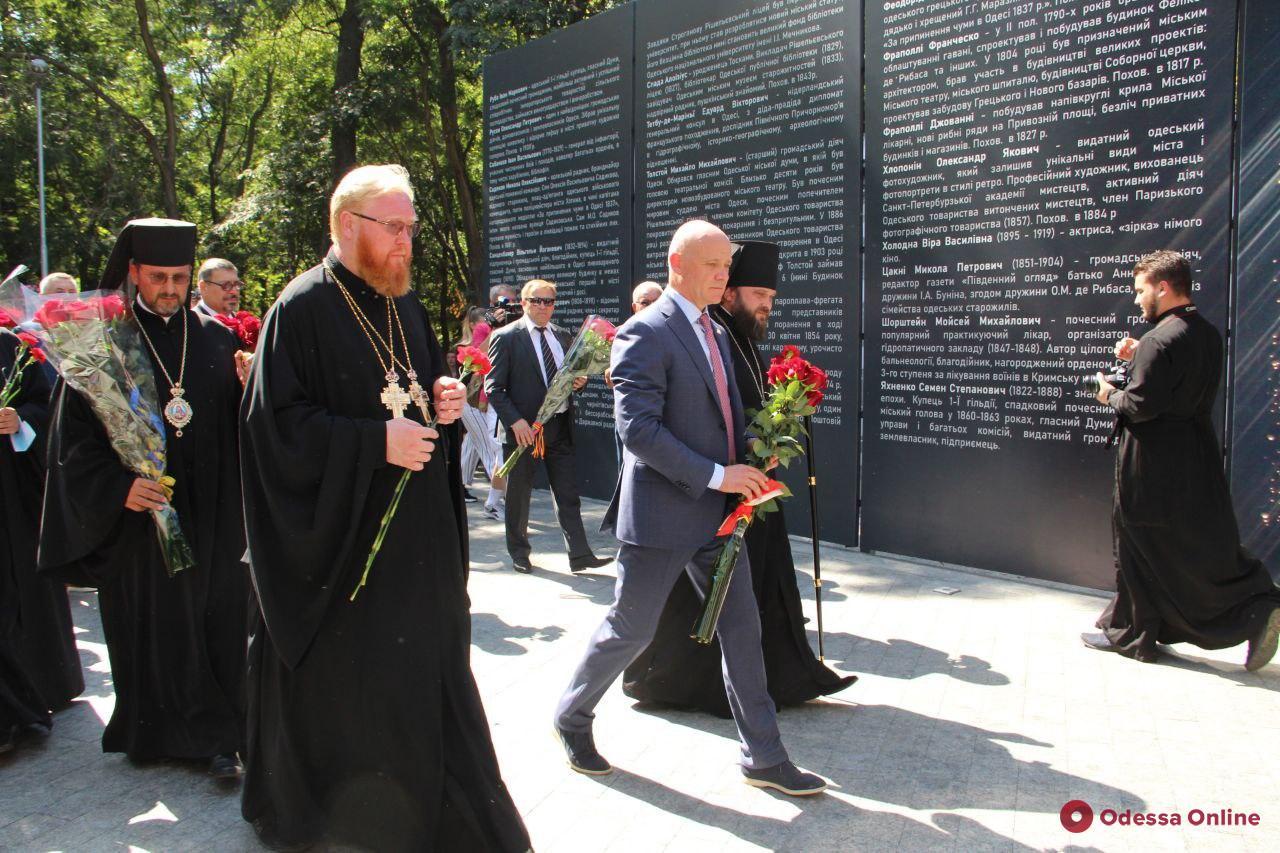 В Преображенском парке открыли мемориальную стену с именами основателей и строителей города (фоторепортаж)