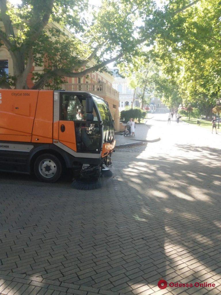После празднования Дня города Одессу в порядок приводили 562 коммунальщика