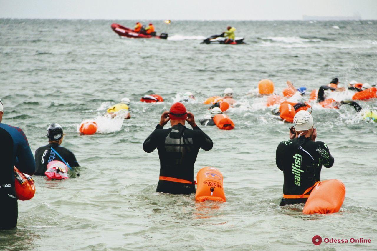 Сокращенные дистанции и свыше 300 участников: на Ланжероне проходит первый этап соревнований Oceanman (фото)