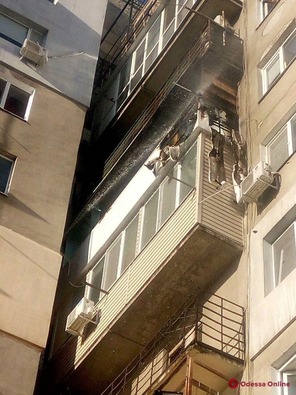 На Молдаванке тушили пожар в многоэтажке (фото)