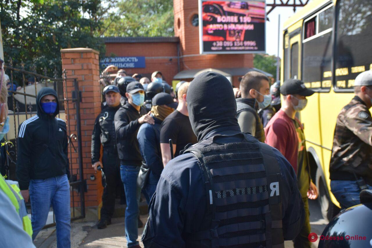 На партконференции в Совиньоне задержали несколько десятков человек (фото, обновлено)