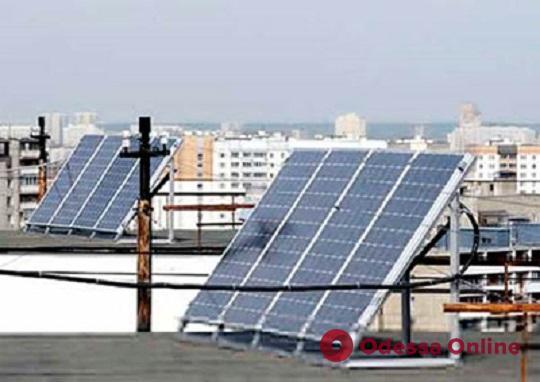 В Одессе приступили к установке солнечных батарей на крышах многоэтажек