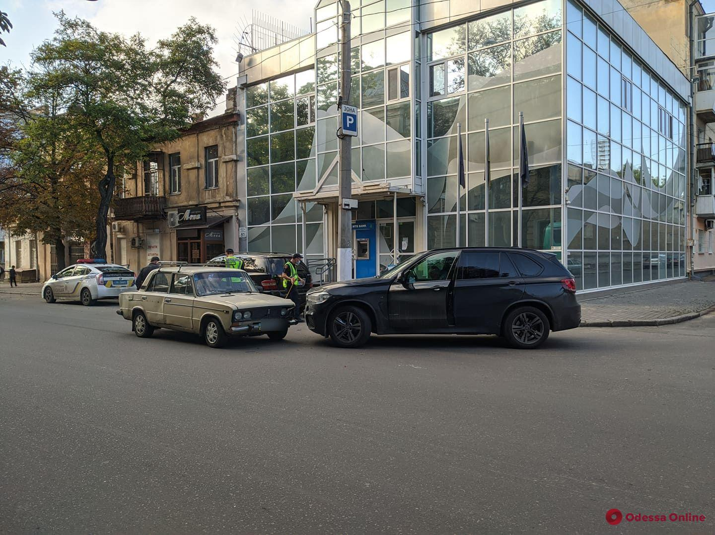 На Семинарской не поделили дорогу ВАЗ и BMW