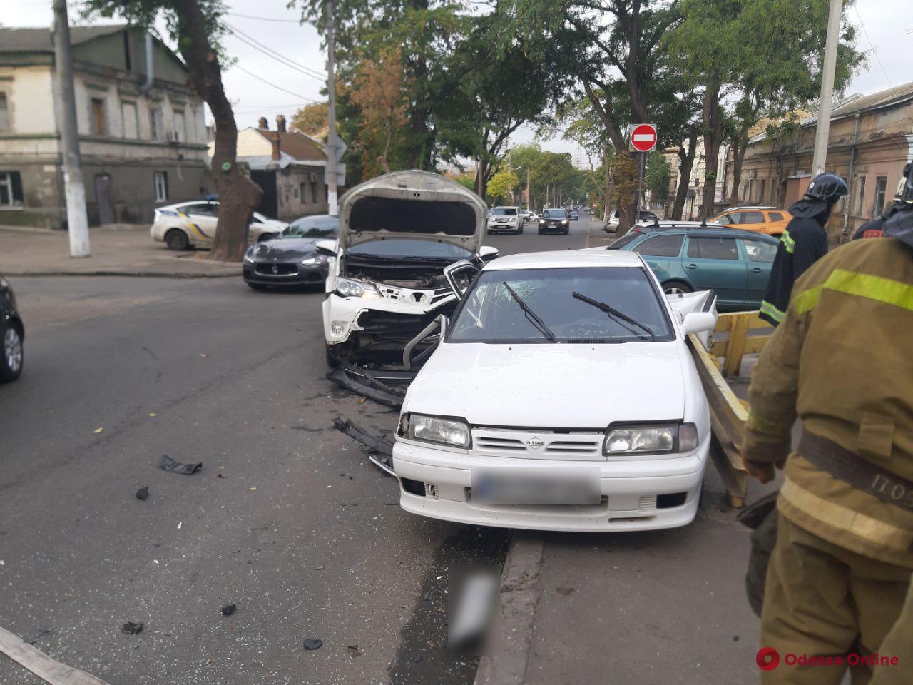 В ДТП на Молдаванке столкнулись Toyota Rav и Nissan — пострадали отец с дочерью