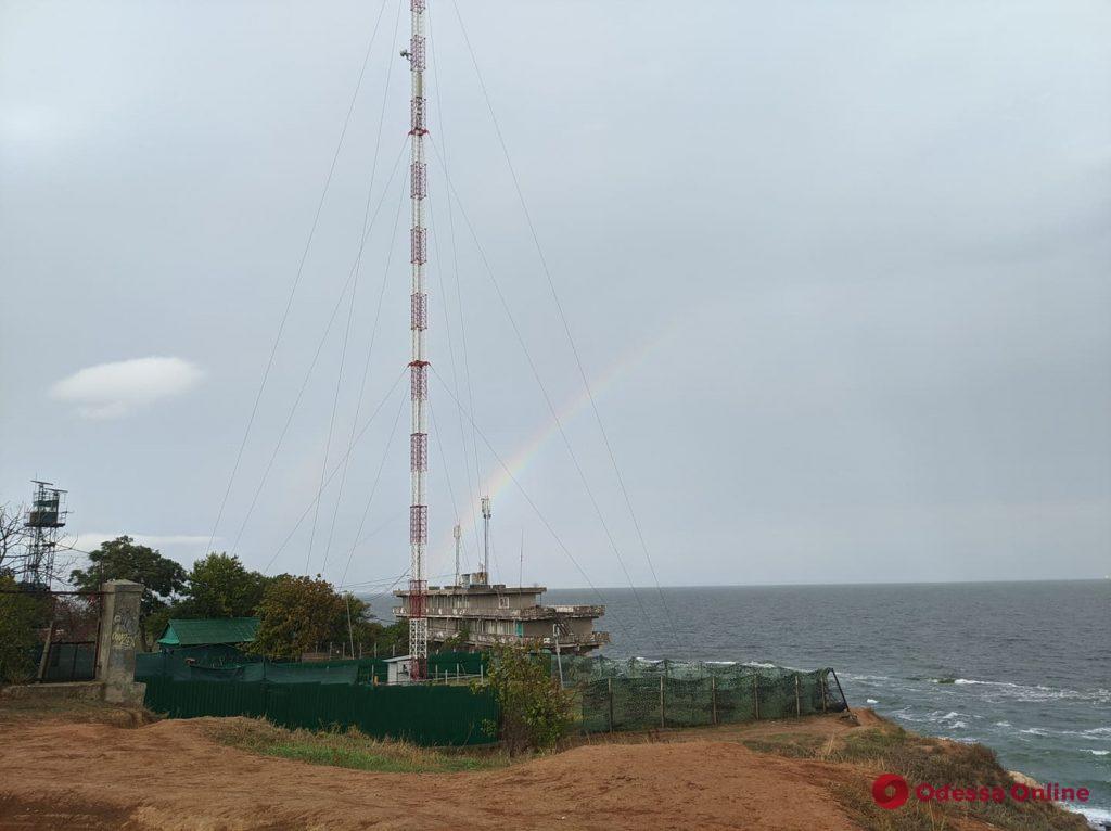 Над Одесским заливом после дождя появилась радуга (фото)