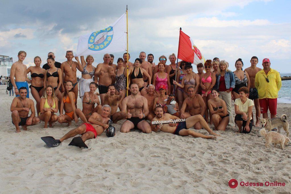 Самый сладкий заплыв: «Моржи Одессы» отметили Всемирный день конфет