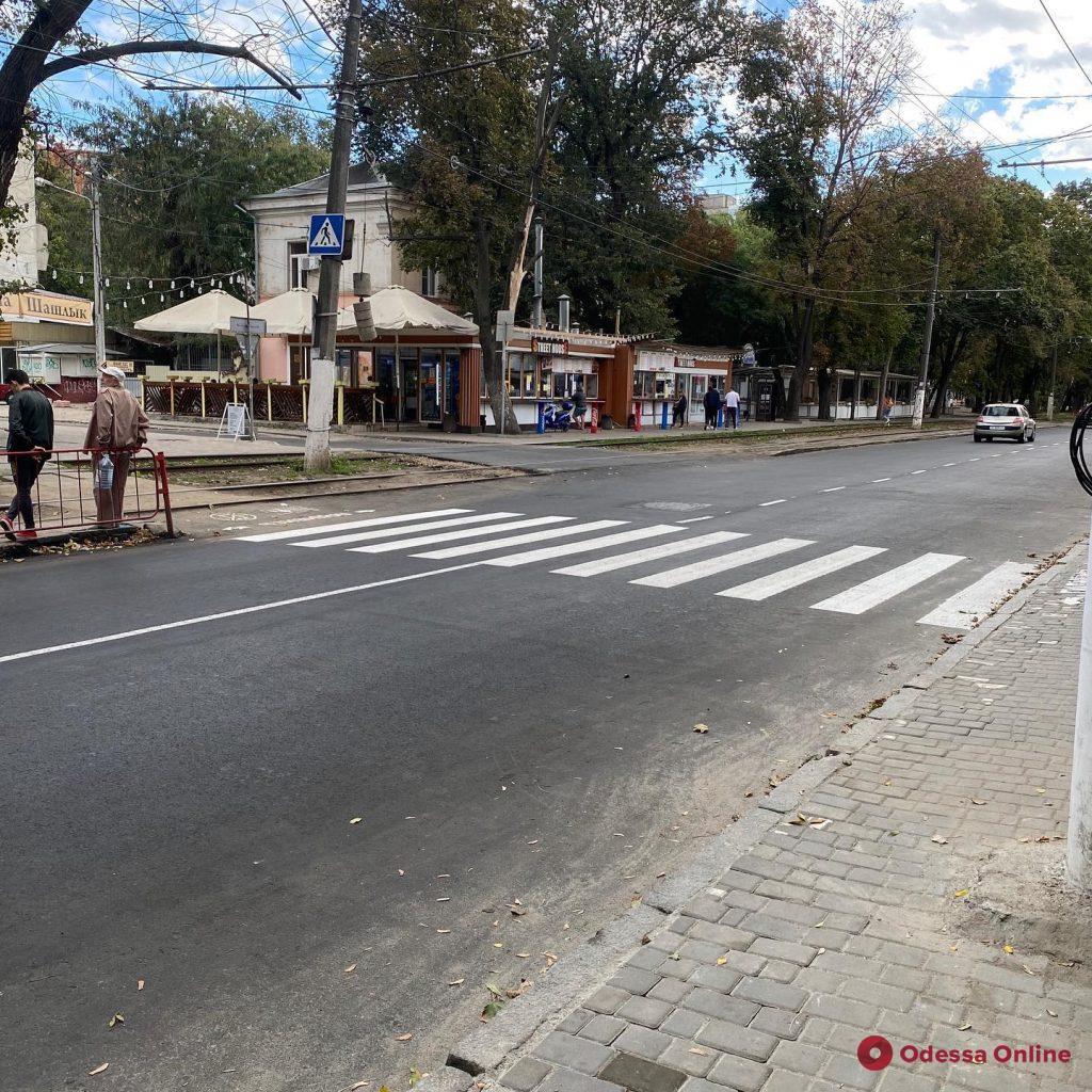 На Канатной после ремонта нанесли разметку пешеходных переходов