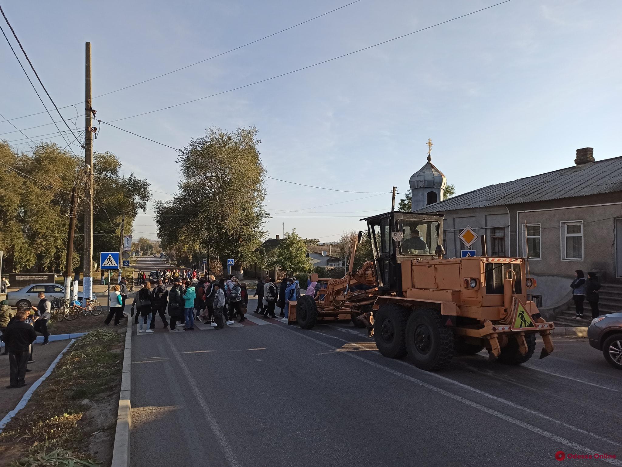 Жители Татарбунар перекрыли трассу Одесса—Рени из-за закрытия рынка (видео)
