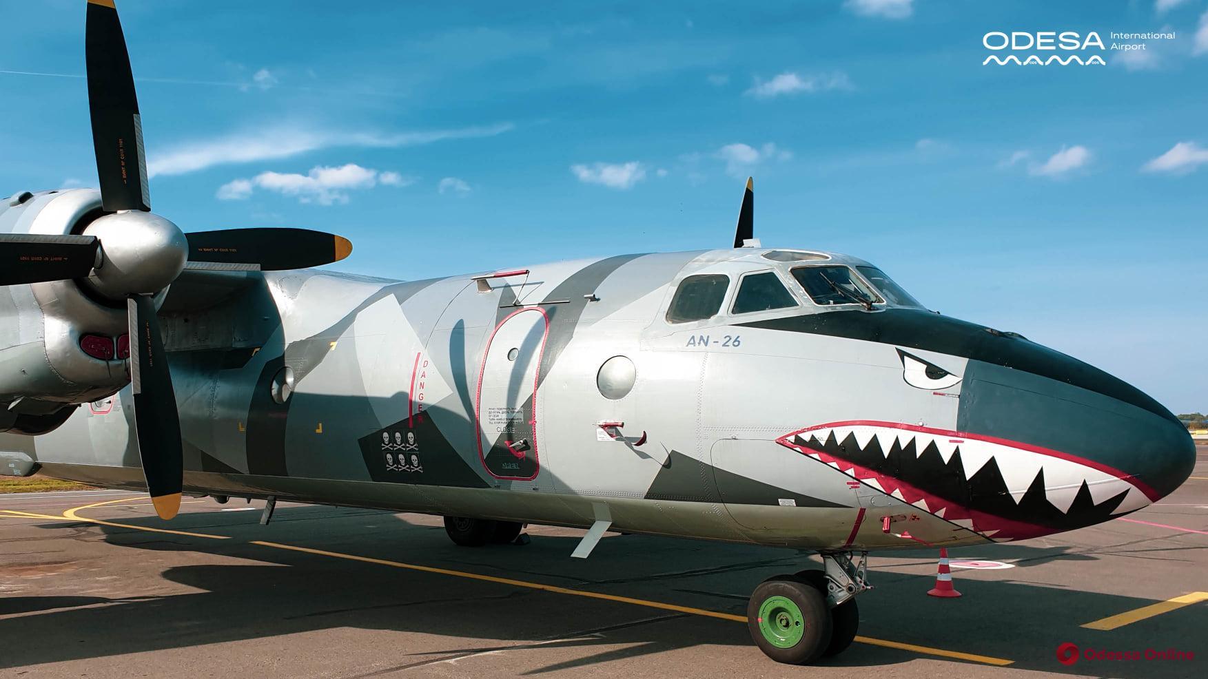 В Одесском аэропорту гостил самолет-акула из голливудского блокбастера