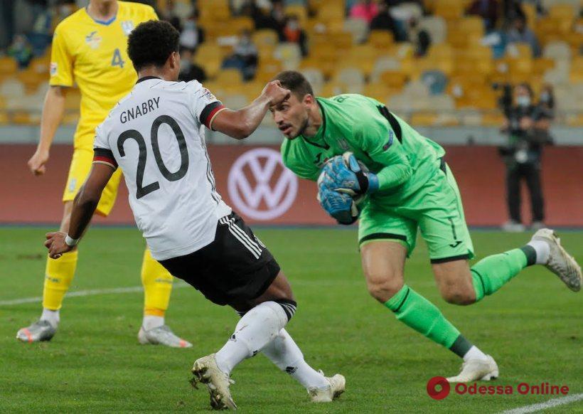 Футбол: одесский вратарь совершил 32 сэйва в играх с тремя чемпионами мира