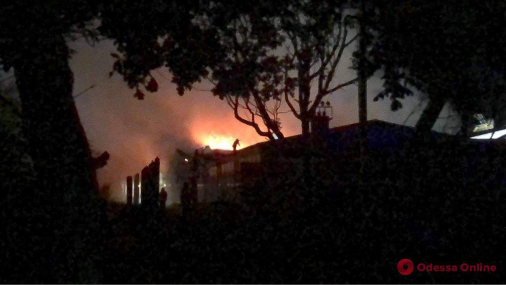 В Фонтанке тушат большой пожар  (фото)