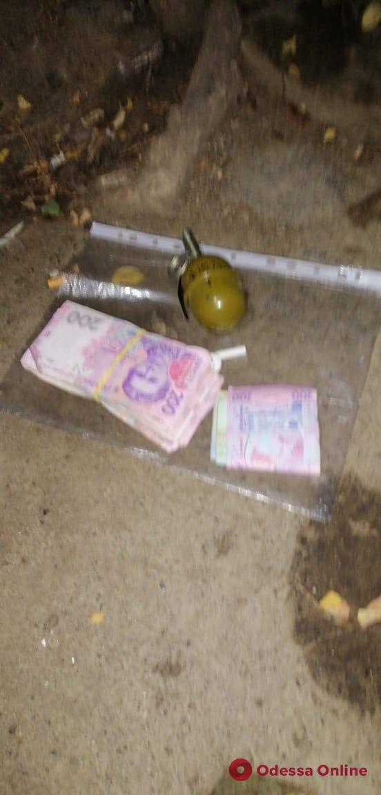Трое азербайджанцев вымогали деньги у одесского предпринимателя