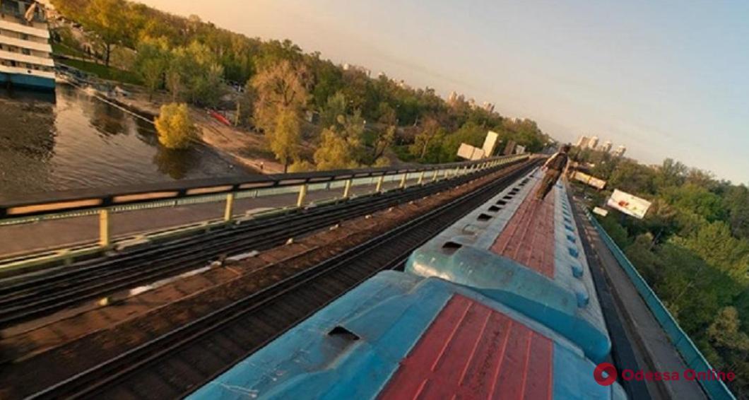 В Одессе парень получил удар током во время селфи на поезде (обновлено)