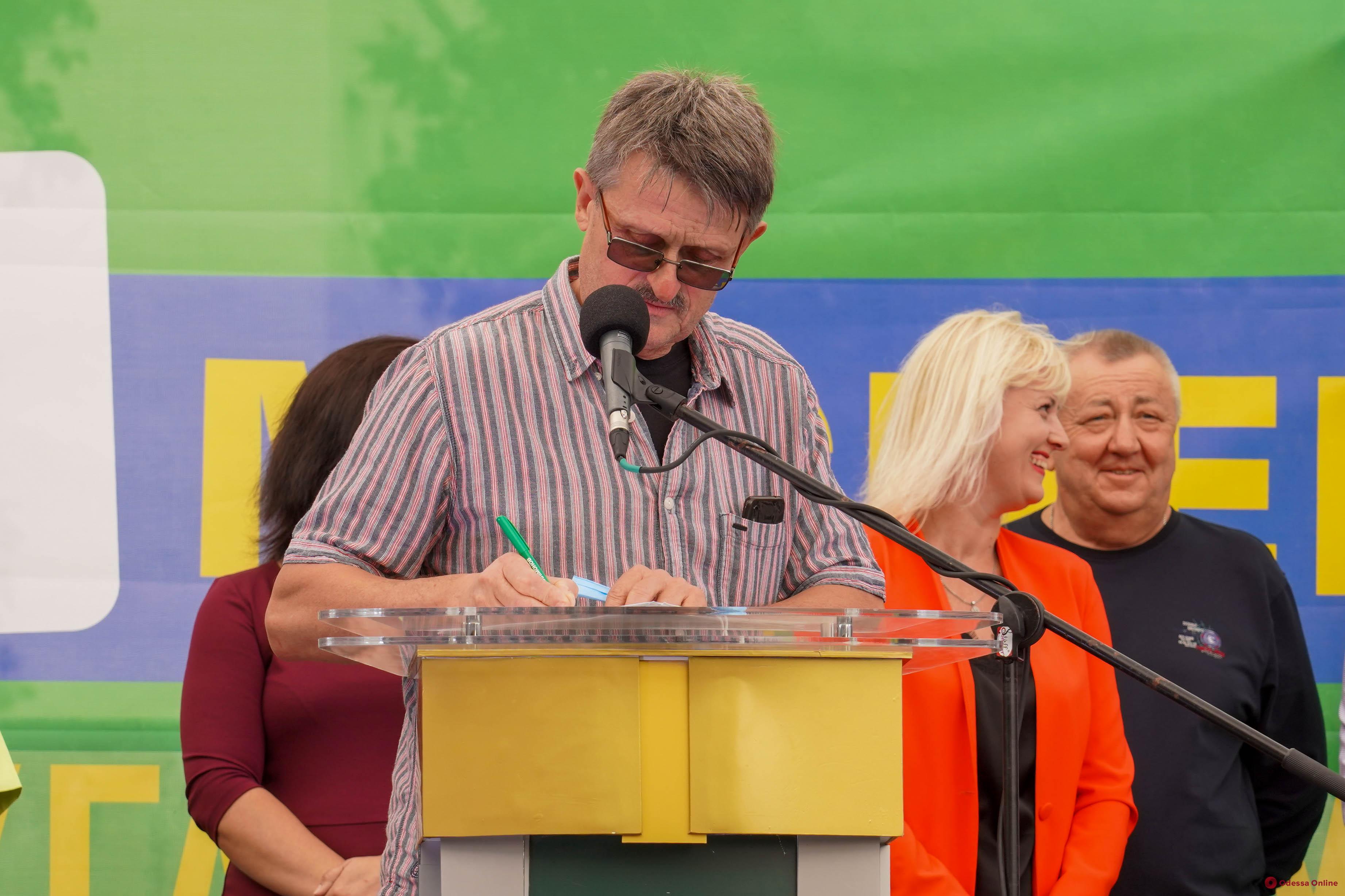 Олег Филимонов представил кандидатов в депутаты горсовета от «Слуги Народа»: все они подписали социальный договор