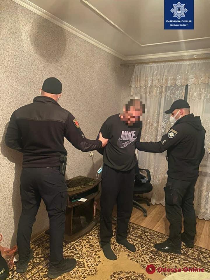 В Одессе патрульные приехали на вызов о домашнем насилии и нашли наркотики