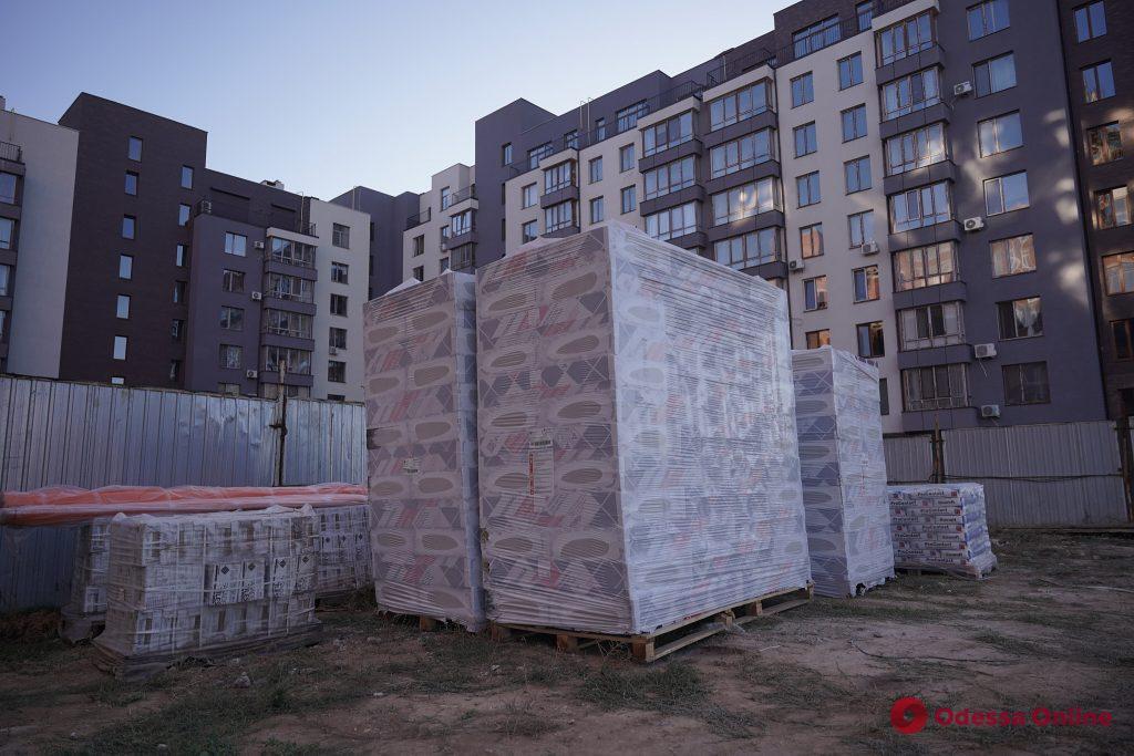 Одесский застройщик Олег Невзоров помогает достроить еще один проблемный дом