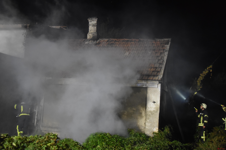 В Одессе утром тушили пожар в заброшенном доме