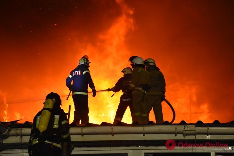 Ночной пожар в Фонтанке охватил 2000 квадратных метров