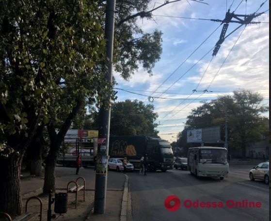 Дорожная обстановка в Одессе: ДТП и пробки на Мельницкой и Николаевской дороге