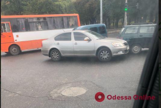 Дорожная обстановка в Одессе: «пробочные» Аркадия и центр