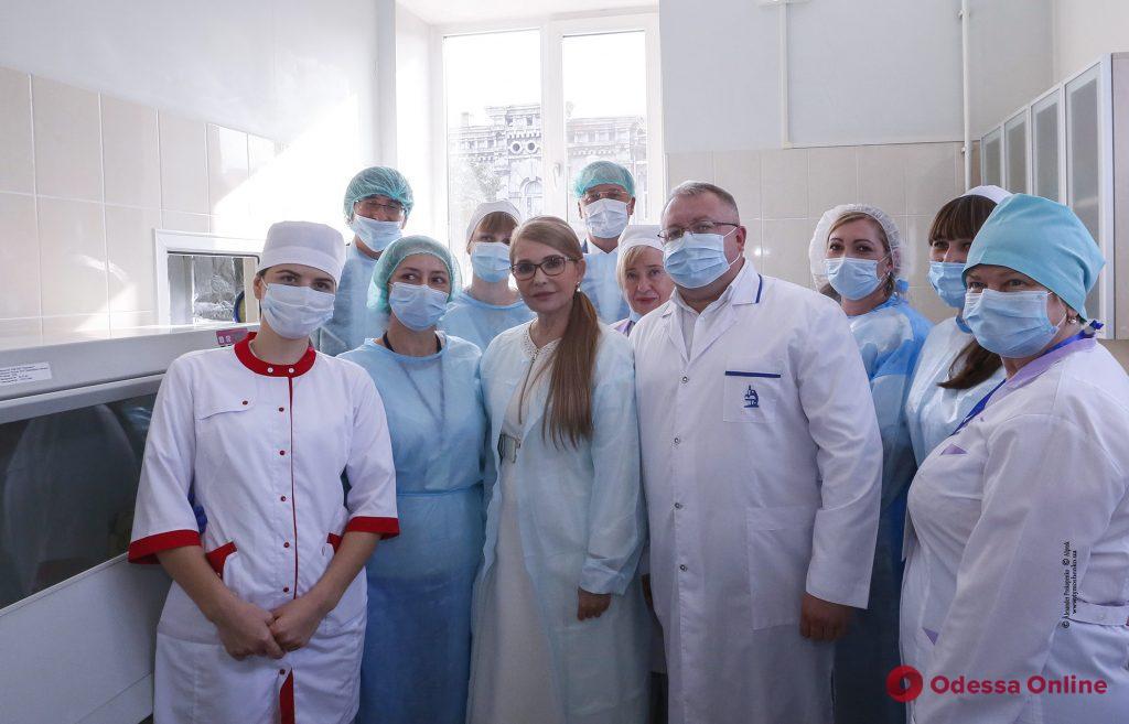 Те, кто сейчас находится на передовой борьбы с эпидемией, должны получать достойные зарплаты, — Юлия Тимошенко