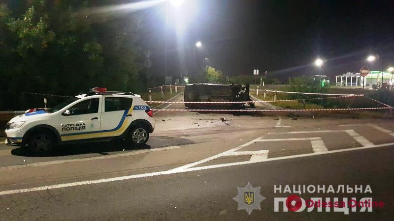 На трассе Киев—Одесса Ford Focus врезался в отбойник – один погибший, трое пострадавших
