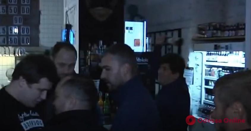 На известного одесского правозащитника напал владелец кафе (видео)