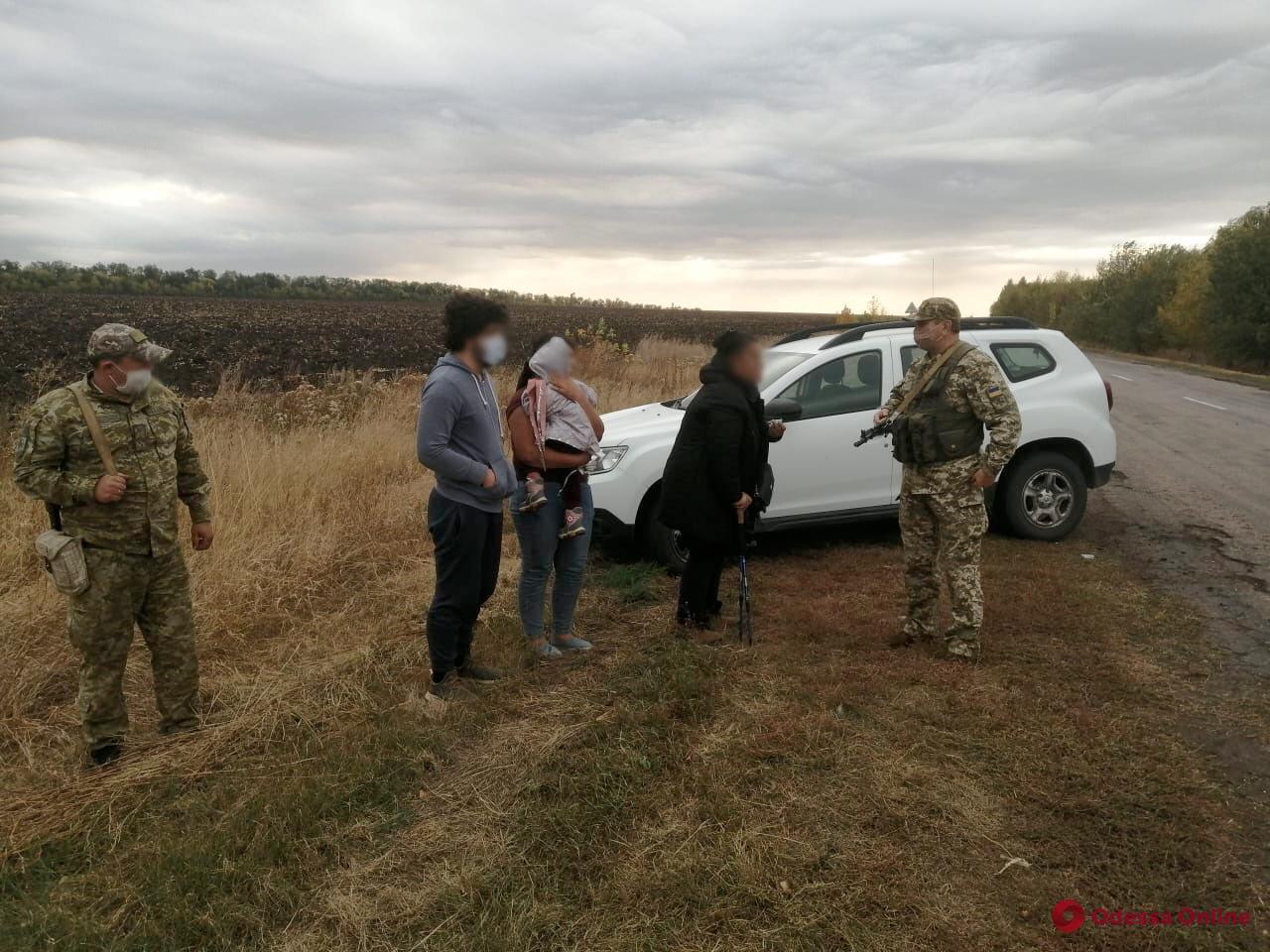 Шли в Одессу: на границе с Россией задержали семью из Афганистана