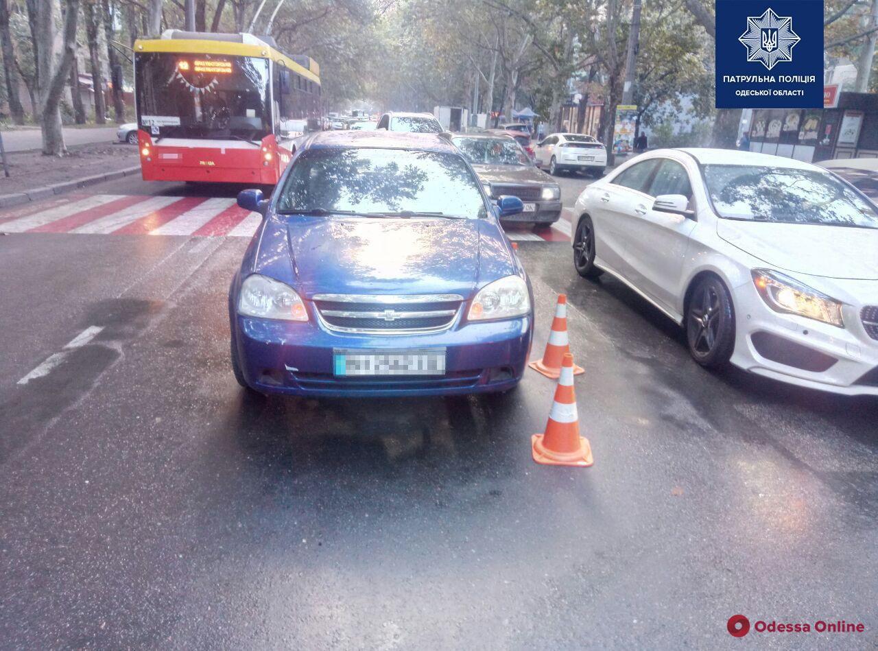 На Академика Филатова Chevrolet сбил женщину-пешехода