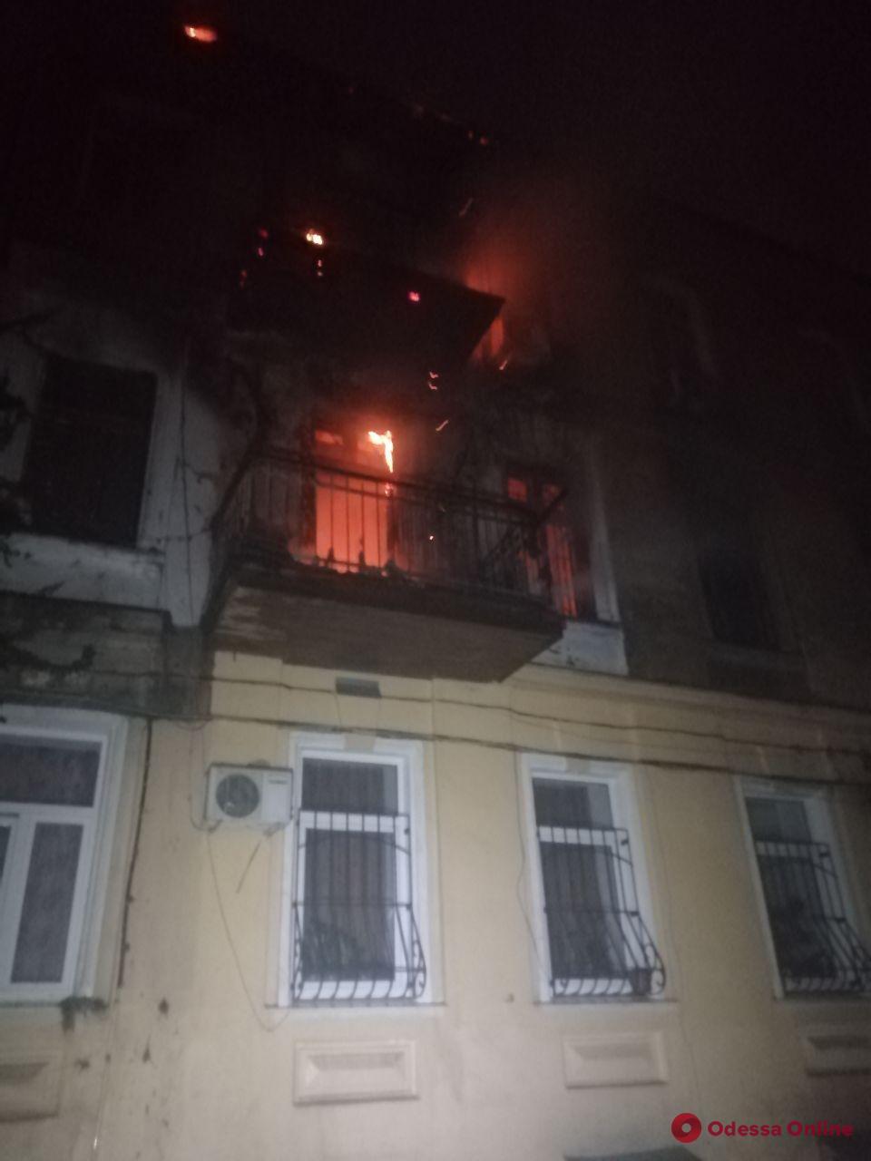 Во время пожара в квартире на Новосельского пострадала 21-летняя девушка