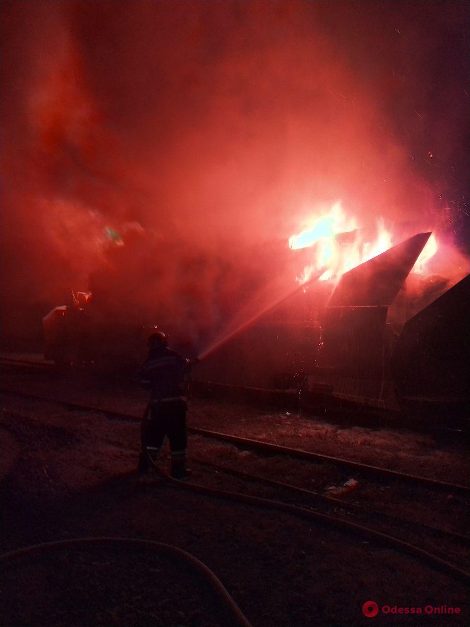 В Одесской области ночью загорелся снегоуборочный поезд