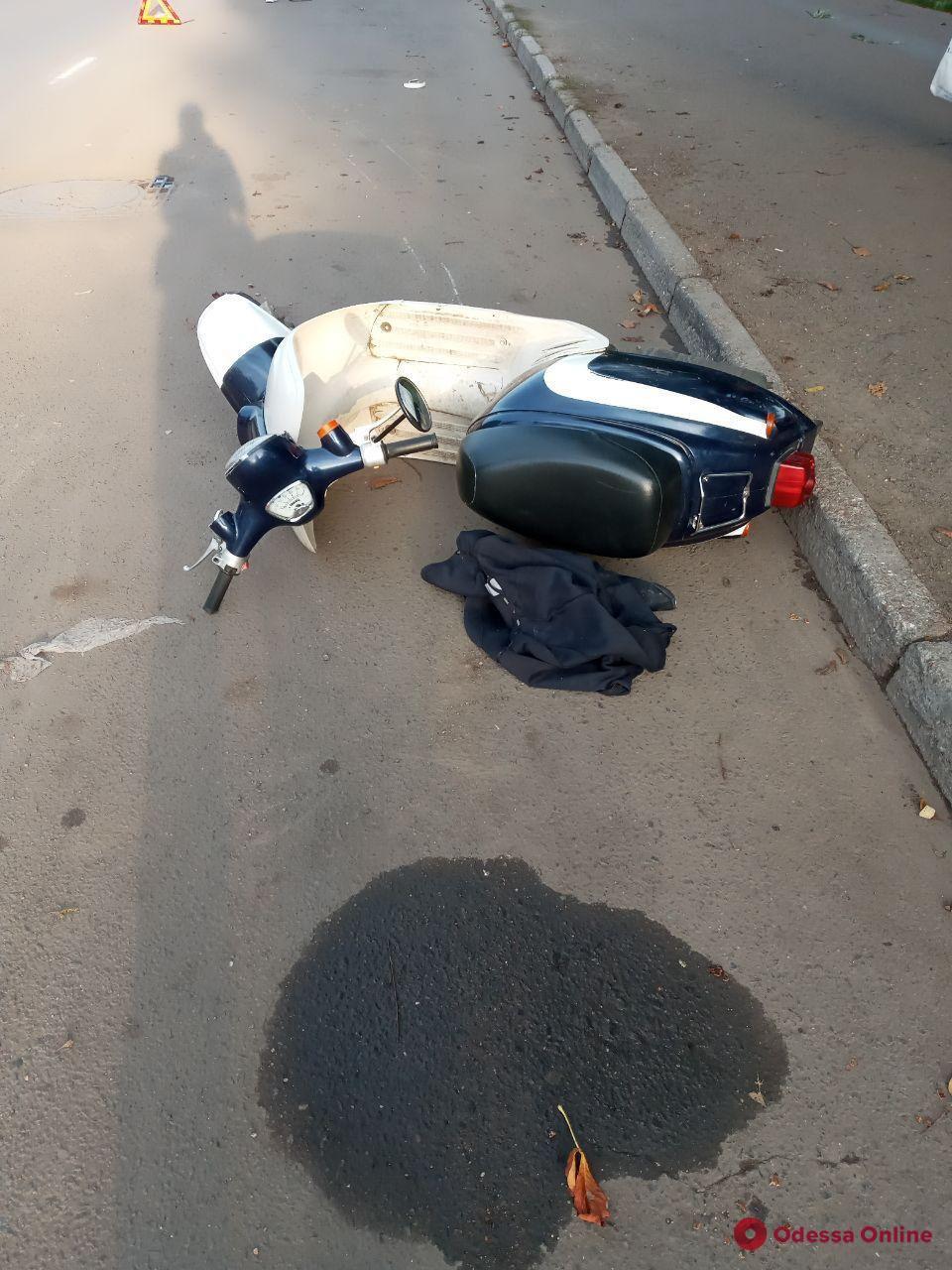 На Таирова в ДТП пострадал мопедист