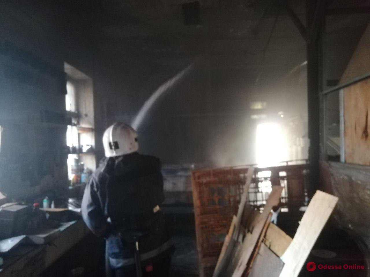 В Одессе на Старосенной улице тушили лазерный станок (фото)