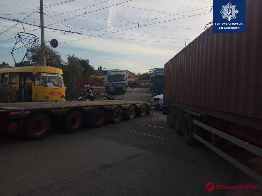 На Хаджибеевской дороге фура снесла магазин (фото)