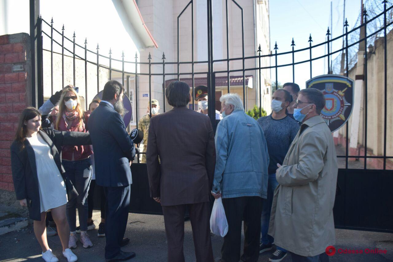 В Одессе под стенами управления по вопросам исполнения уголовных наказаний митинговали родственники заключенных