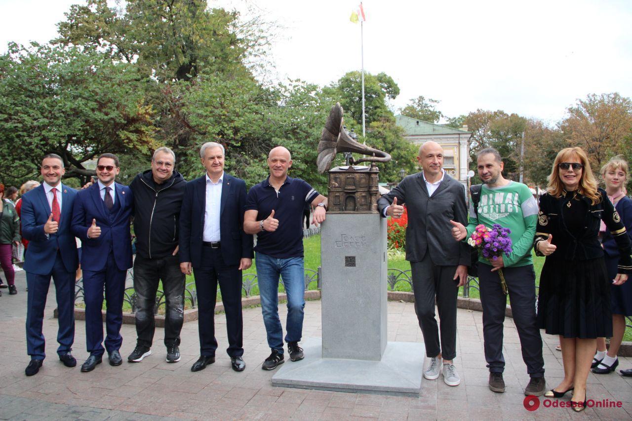 В Горсаду открыли скульптурную композицию «Голос Одессы» (фоторепортаж)