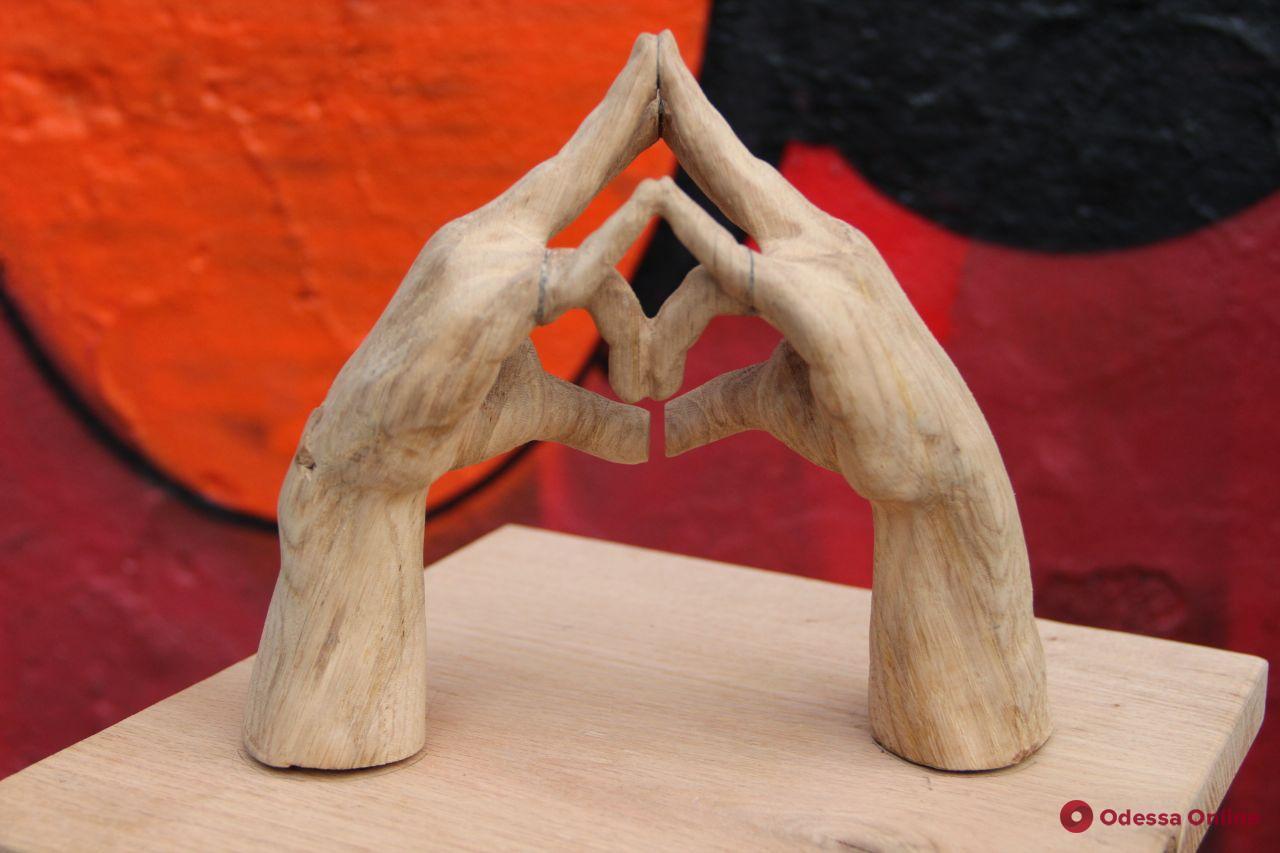 Деревянная голова Дюка и мини-Лаокоон: в Одессе прошла арт-акция в поддержку сохранения культурного наследия (фото)