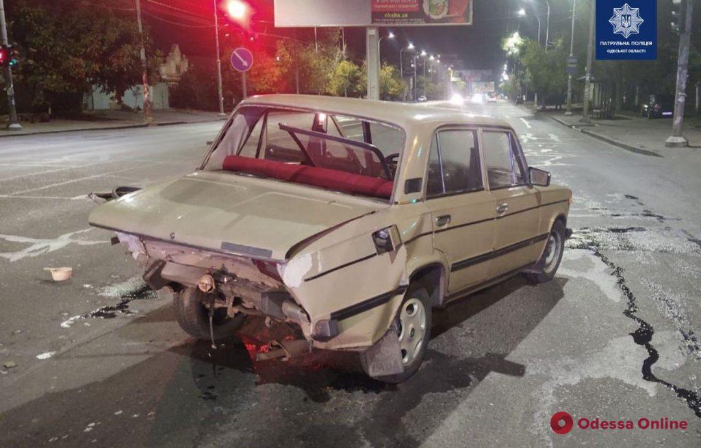 На Святослава Рихтера столкнулись ВАЗ и Mercedes – есть пострадавший