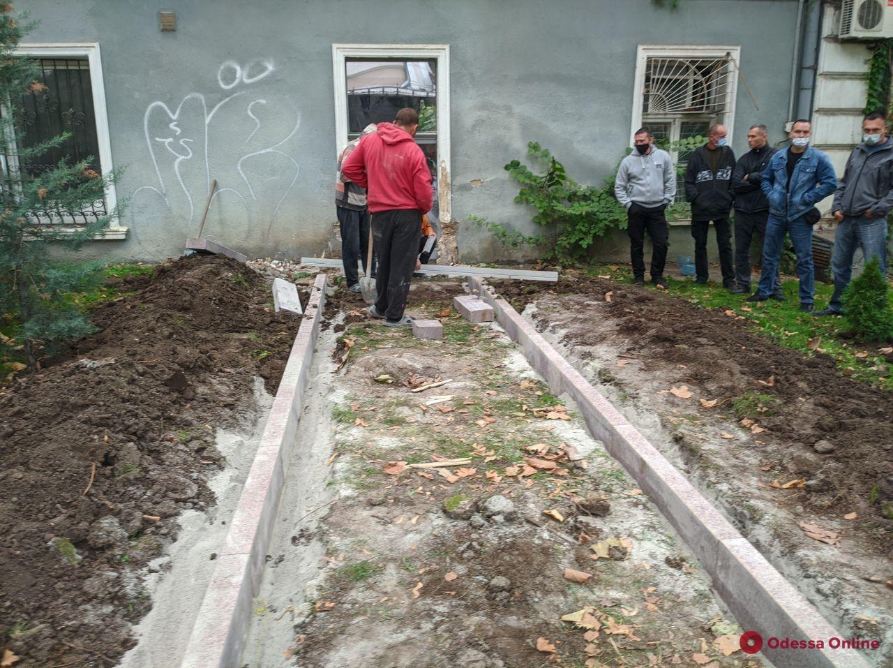 Владелец помещений на Гаванной решил «прорубить» дверь в Горсад
