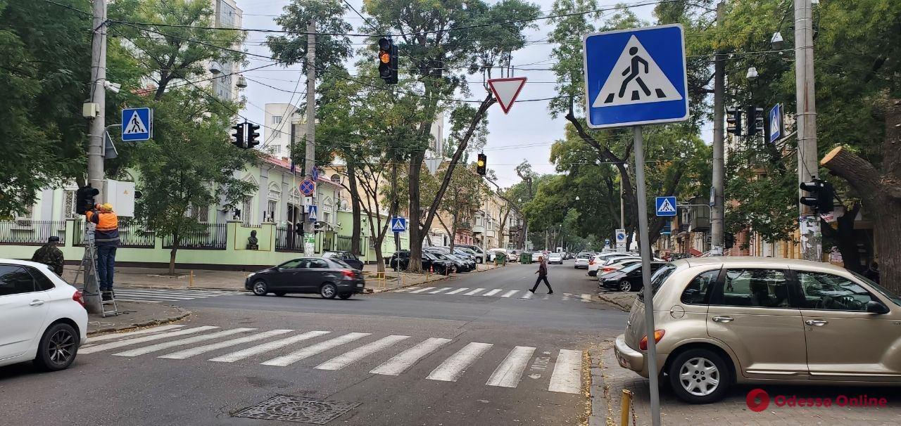 В Одессе на перекрестке Базарной и Осипова установили светофоры