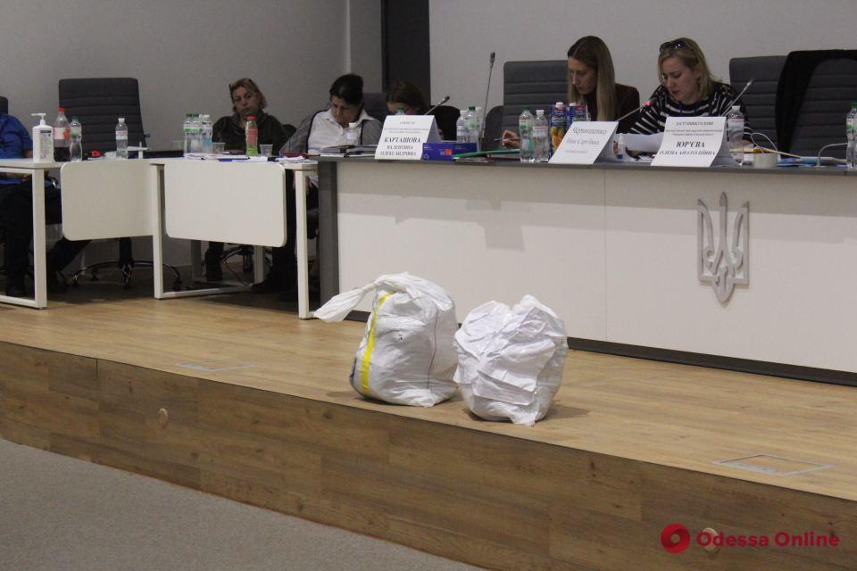 В Одессе не обработали и половины протоколов по выборам в облсовет и райсовет
