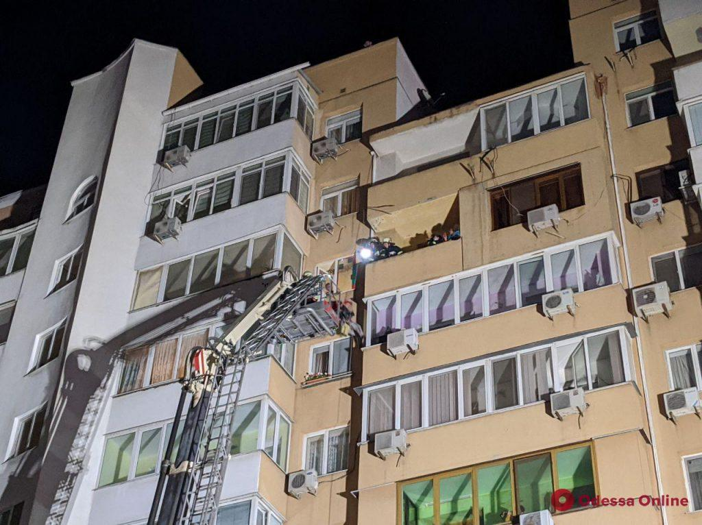 На Авдеева-Черноморского спасли женщину, которая угрожала покончить с собой