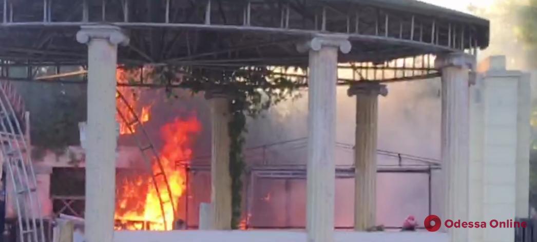 В Черноморске горела летняя терраса ресторана (видео)
