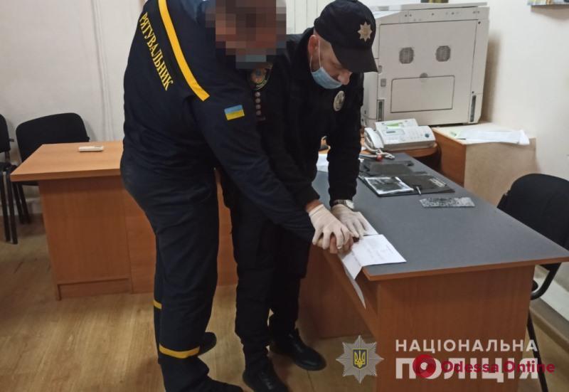 В Одессе взяли под стражу сотрудника ГСЧС, который поджигал автомобили