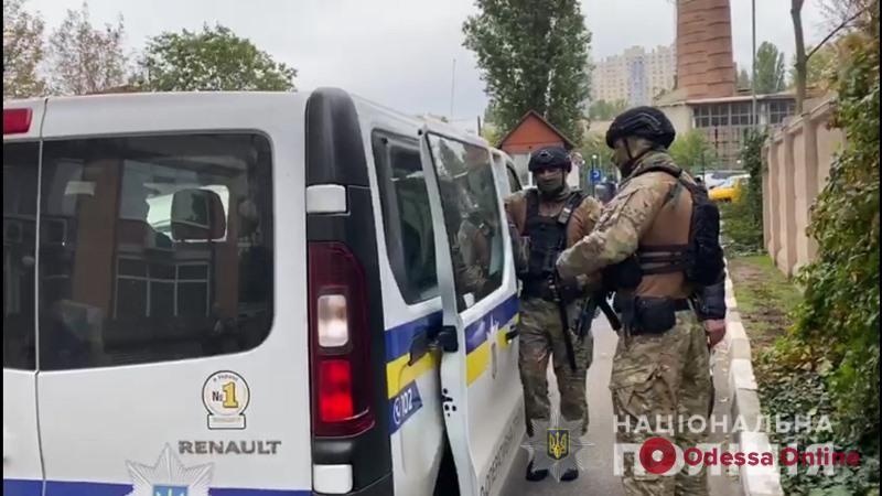 Четверо мужчин насильно выселили одессита из его квартиры