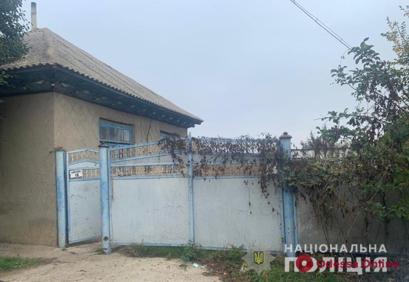 Житель Одесской области во время застолья зарезал приятеля отца