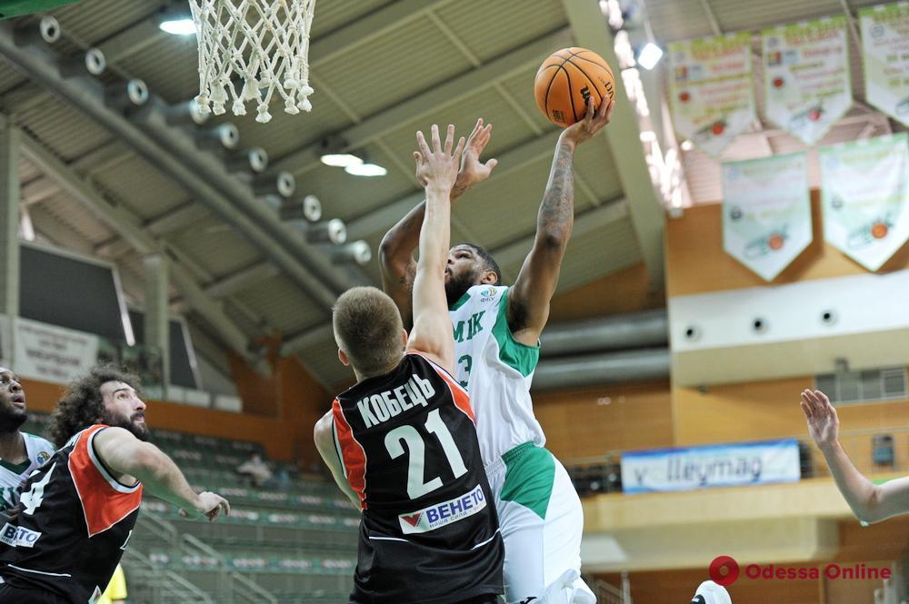 Баскетбол: «Одесса» и «Химик» снова победили на своих площадках