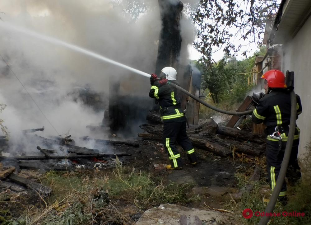В Приморском районе Одессы тушили пожар в жилом доме